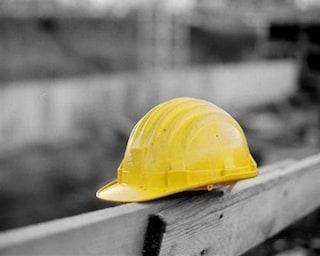 Tragedia a Casoria, operaio muore schiacciato il primo giorno di lavoro