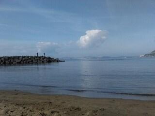 Napoli, si tuffa in mare e non riemerge: 57enne annega davanti agli amici a Bagnoli