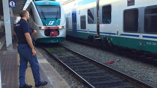 Casoria, treno si ferma dopo un urto sui binari: forse un investimento, stop alla linea