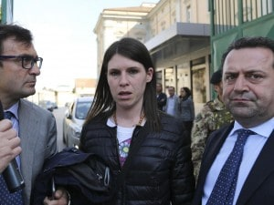 La mamma di Fortuna Loffredo, Domenica Guardato, con l'avvocato Angelo Pisani