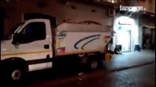 Napoli, dipendenti Asia rubano la benzina dai camion dei rifiuti