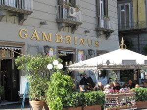 L'esterno della caffetteria Gambrinus