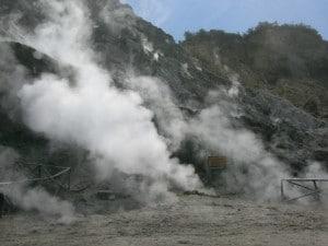 Fumarole sul Vulcano Solfatara, a Pozzuoli