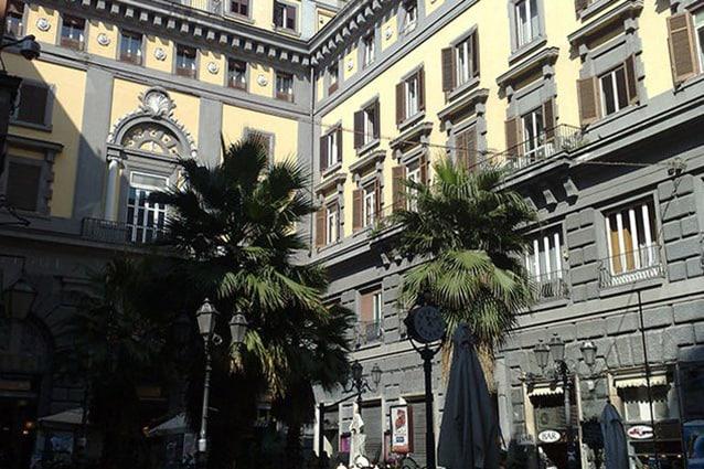 Esterno del Teatro Augusteo di Napoli.