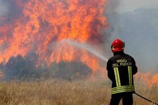 Incendio ed esplosione in una fabbrica di Casalnuovo: evacuata una palazzina