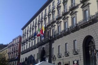 Napoli, Comune a rischio commissariamento: salta il numero legale per il Consiglio