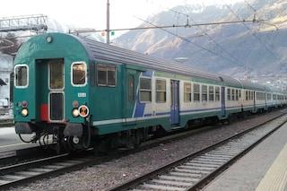 Caserta, incendio vicino ai binari, fermi per due ore i treni sulla Napoli-Roma