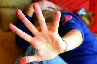 Si arrabbia con la madre, la picchia e sfascia mobili e automobile, 28enne arrestato