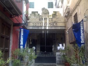 Ingresso di Napoli sotterranea in piazza San Gaetano