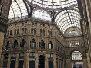 L'interno della Galleria Umberto I di Napoli.