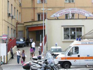"""L'ingresso del pronto soccorso dell'ospedale """"Loreto Mare"""""""