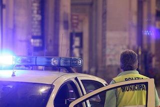 Piazza Garibaldi, ferisce un poliziotto e tenta di rubargli la pistola