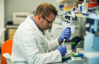 Coronavirus, primi due casi di variante brasiliana a Napoli