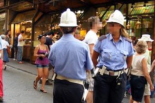 Napoli, vigilessa investita da auto mentre dirige il traffico a Chiaiano