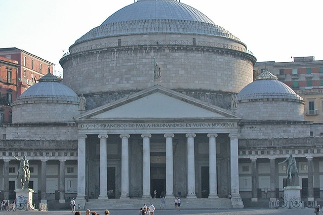 Basilica di San Francesco di Paola in piazza del Plebiscito a Napoli