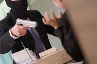 Napoli, rapina in banca al corso Umberto: bottino da 110mila euro