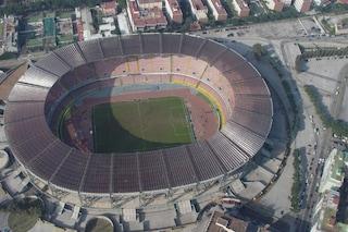 Napoli: Stadio San Paolo, rubati i faretti appena installati nei bagni