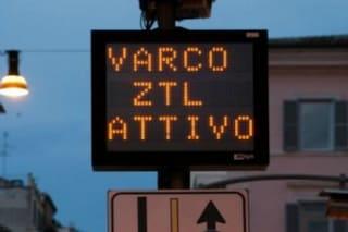 Coronavirus, a Napoli, strisce blu gratis e accesso alle Ztl per chi è impegnato nell'emergenza