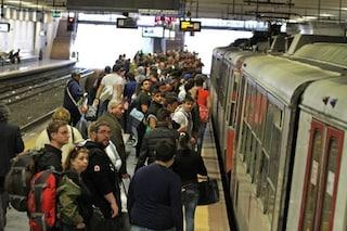 Circumvesuviana, dipendenti in ferie e treni soppressi: inferno per chi viaggia
