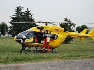 Cade in un burrone sul Vesuvio, salvato con l'elicottero. Cercava asparagi per un risotto