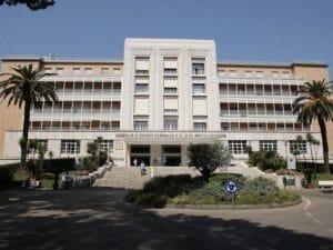 L'ingresso dell'ospedale Monaldi di Napoli