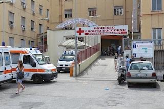 Napoli, 23enne lasciato morente davanti al Loreto Mare da tre giovani: forse ucciso da un'overdose