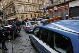 Napoli, spari tra la folla al Vasto: uomo ferito alle gambe, sicari in fuga su uno scooter