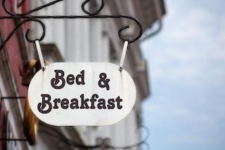 Il Comune di Napoli aumenta la tassa di soggiorno per alberghi e bed and breakfast