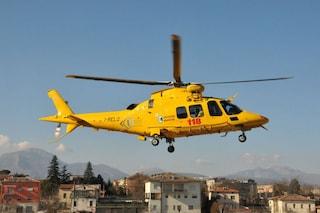 Capri, automobile blocca passaggio dell'ambulanza: donna portata in barella all'eliporto