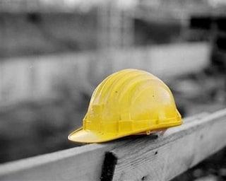 Tragedia sul lavoro in Costiera Amalfitana, operaio muore schiacciato da un camion