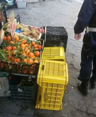 Rione Sanità, frutta e verdura pericolose per la salute: sequestrati 150 chili