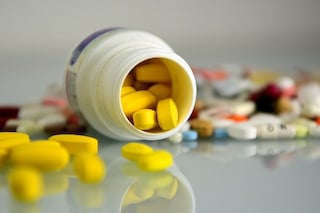 Davano farmaci scaduti agli anziani di una casa di riposo: denunciate 4 persone