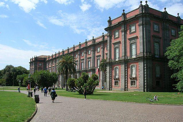Esterno della reggia di Capodimonte (Wikipedia).