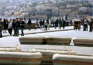 Pasqua in sicurezza a Napoli: sul lungomare spuntano fioriere in cemento contro i tir
