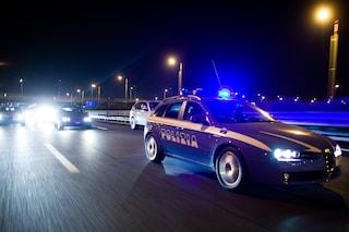 Tenta il suicidio sulla Tangenziale di Napoli, automobilisti chiamano la polizia: salva