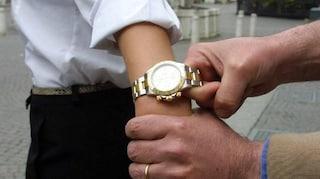 Napoli, scippa un rolex da 5mila euro a un turista: arrestato un ragazzo di 24 anni
