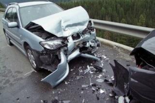 Incidente mortale a Caserta, auto contro camion: muore un 24enne