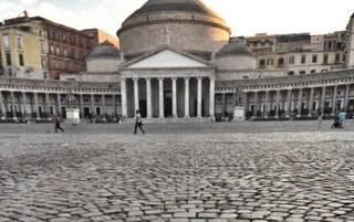 Napoli, si masturba in piazza Plebiscito davanti a una coppia di fidanzati: arrestato