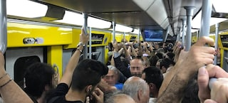 Trasporti Napoli, guasto sulla Linea 1 della metro: treni in ritardo e vagoni affollati