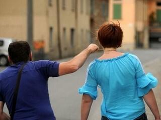 Scippa una donna ma lei lo insegue, si riprende la borsa e lo fa arrestare