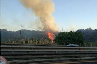 Napoli, bruciano ancora gli Astroni: aria irrespirabile fino a Bagnoli e Fuorigrotta