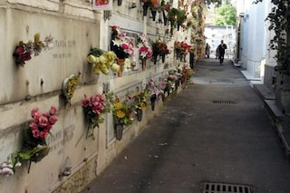Tragedia a Castellammare: donna si sente male al cimitero e muore sulla tomba del figlio