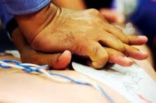 Procida, operaio folgorato dai cavi elettrici: il 118 gli salva la vita
