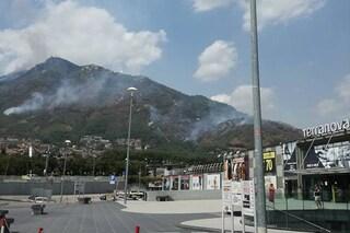 La Campania continua a bruciare: focolai ancora attivi a Montevergine e sul Monte Faito