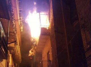 Incendio in un appartamento a Quarto: il vicino di casa salva la madre e i due figli piccoli