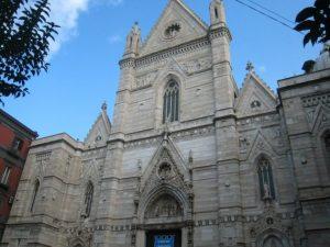 La facciata del Duomo di Napoli