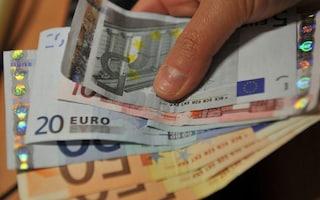 Nocera, guida con la patente scaduta e offre 50 euro ai carabinieri per corromperli: arrestato