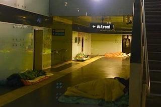 """Freddo forte a Napoli: """"Perché non si aprono le chiese ai senzatetto?"""""""