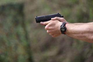 Agguato a Miano, uomo colpito da diversi proiettili alle gambe