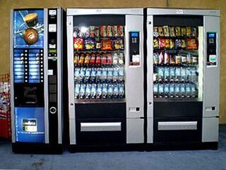 Covid, a Castellabate vietato acquistare dai distributori automatici in strada dalle 18 alle 5